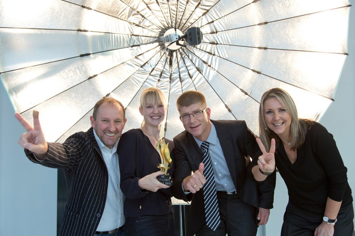 Human Ressources Excellence Award - Team mit Trophäe