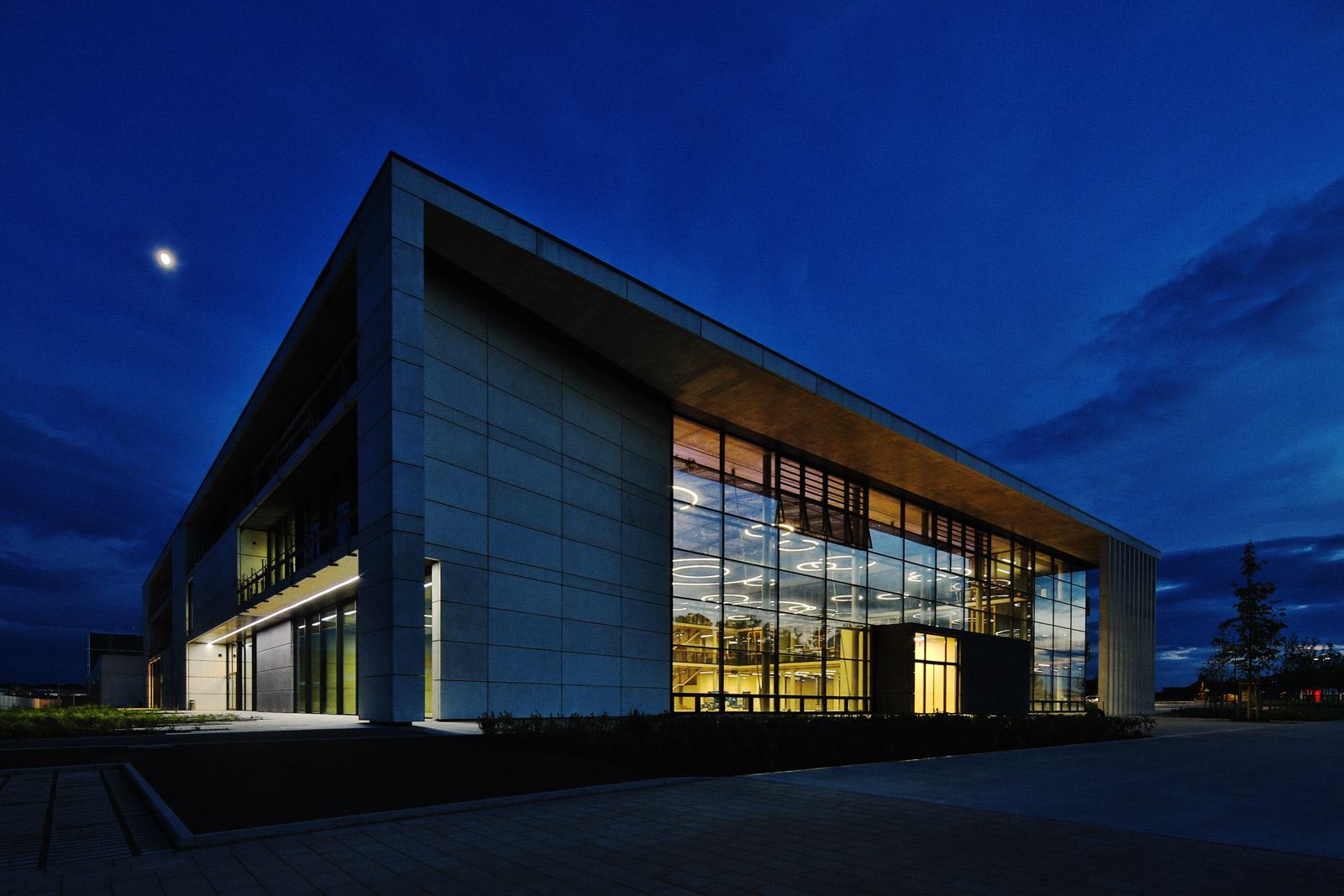 DIA179 German Industry Architecture Solarlux Campus Nacht